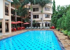 Parkview Inn - Moshi - Pool