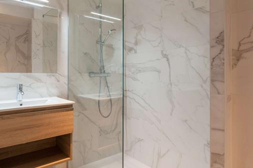 The Originals Boutique, Hôtel Miramar, Royan (Inter-Hotel) - Royan - Bathroom