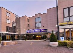 Best Western Hotel Cavalieri Della Corona - Cardano al Campo - Bâtiment