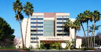 DoubleTree by Hilton Fresno Convention Center - פרסנו