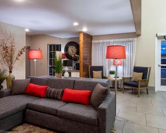 Country Inn & Suites by Radisson, Fargo, ND - Fargo - Living room