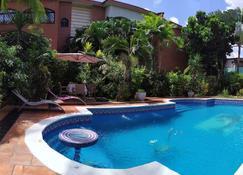 Villa Mia Abidjan - Abidjan - Pool