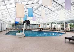 Clarion Hotel & Conference Centre - Pembroke - Pool