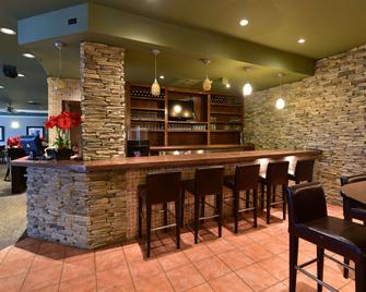 Clarion Hotel & Conference Centre - Pembroke - Bar