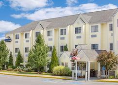Microtel Inn & Suites by Wyndham Beckley East - Beckley - Κτίριο