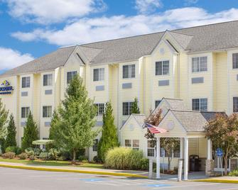 Microtel Inn & Suites by Wyndham Beckley East - Beckley - Rakennus