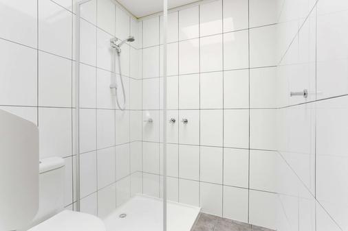 Comfort Inn Botanical - Hamilton - Bathroom