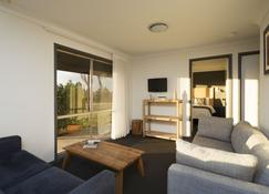 Windarra Lodge - Pokolbin - Living room