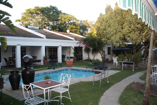 為客酒店 - 克尼斯納 - 克尼斯納 - 游泳池