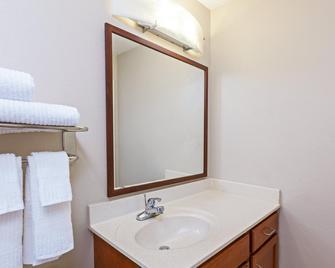 Candlewood Suites Owasso - Owasso - Bathroom
