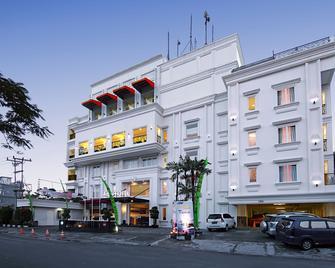 HW Hotel Padang - Padang - Edifício