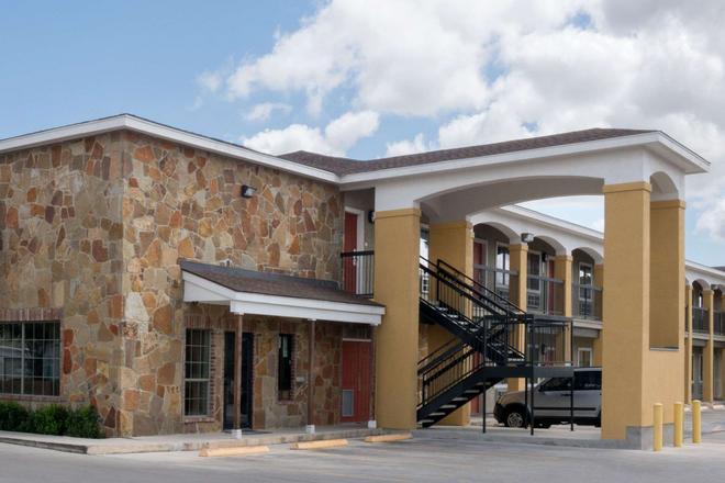 Super 8 San Antonio Northeast - San Antonio - Building