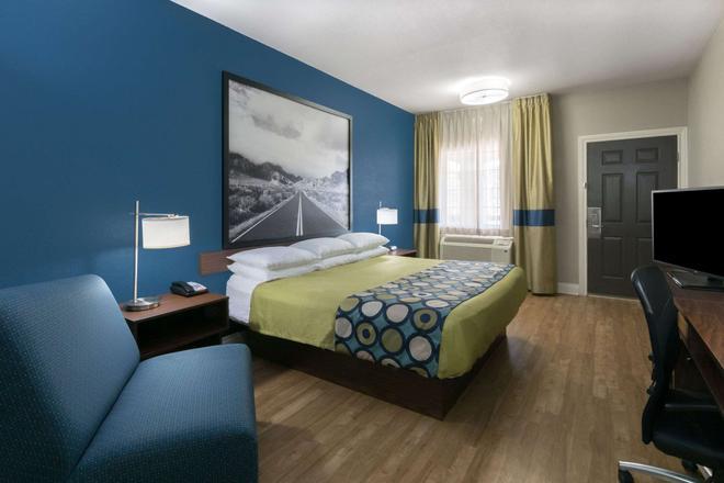 Super 8 San Antonio Northeast - San Antonio - Bedroom