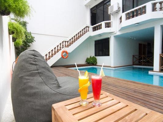 Kam Hotel - Malé - Piscina