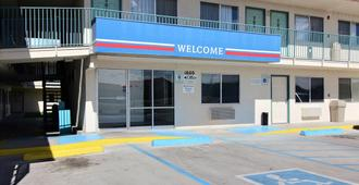 Motel 6 Farmington - Farmington - Toà nhà
