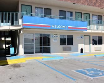 Motel 6 Farmington - Farmington - Building