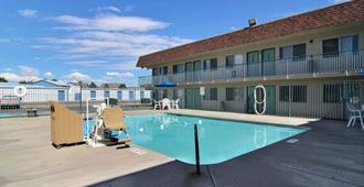 Motel 6 Farmington - Farmington - Pool