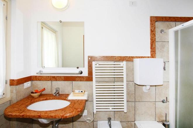 克勞迪亞露營地 - 拉齊塞 - 浴室
