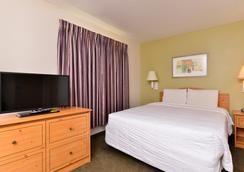 Americas Best Value Inn-Home Suites - Winnie - Bedroom