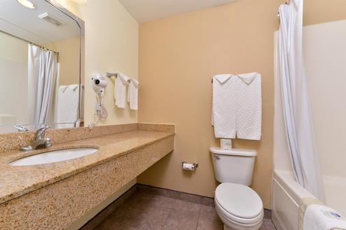 Americas Best Value Inn-Home Suites - Winnie - Bathroom
