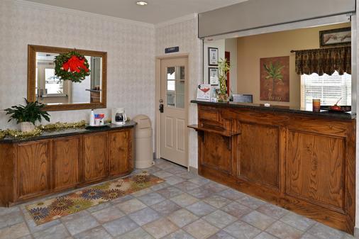 Americas Best Value Inn-Home Suites - Winnie - Front desk
