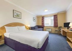 Days Inn by Wyndham Watford Gap - Northampton - Bedroom