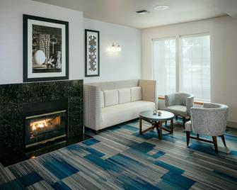 Holiday Inn Express Corvallis-On The River - Corvallis - Obývací pokoj