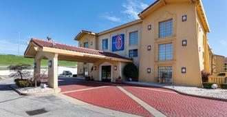 Motel 6 Knoxville - Knoxville - Building