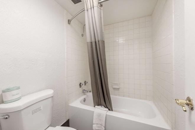 Motel 6 Knoxville - Knoxville - Baño
