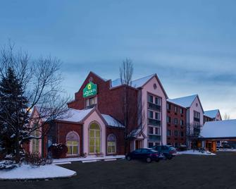 La Quinta Inn & Suites by Wyndham Cleveland Macedonia - Macedonia - Building