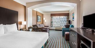 La Quinta Inn & Suites by Wyndham Bakersfield North - Bakersfield - Bedroom