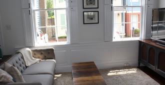 Historic Two Story Row House In Downtown Savannah - Savannah - Sala de estar