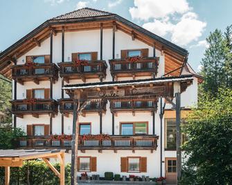 Hotel Chalet Corso - San Vigilio di Marebbe - Bygning