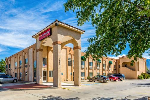 Econo Lodge Inn & Suites - Albuquerque - Building