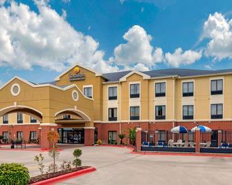 Comfort Inn & Suites Port Arthur - Port Arthur - Building