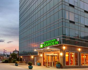 Wyndham Garden Long Island City - Queens - Building