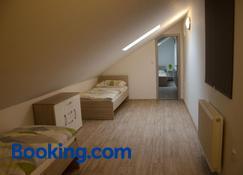 Apartment Lidická Slavkov, 4 person - Slavkov u Brna - Makuuhuone