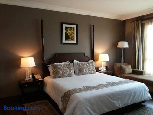 The Pllazio Hotel - Gurgaon - Bedroom