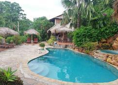 The Beach House - Kep - Bể bơi
