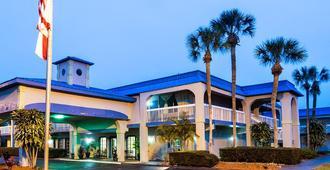 Vista Inn and Suites Tampa - Tampa - Building