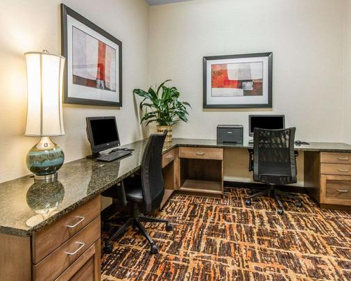 MainStay Suites Event Center - Watford City - Business Center