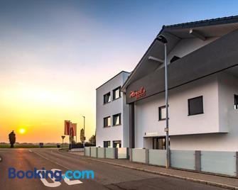 Hotel am Stadtrand - Ostfildern - Gebäude
