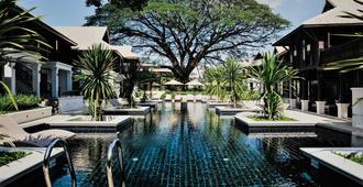 納尼蘭德浪漫精品度假酒店 - 清邁 - 游泳池