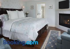 Old Harbor Inn - Chatham - Bedroom