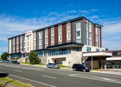 Ramada Suites by Wyndham Albany - Albany - Edificio