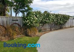 Catlins Area Motel - Owaka - Outdoors view