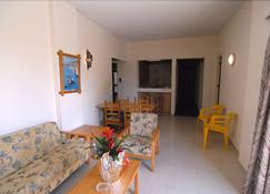 Sunflower Hotel Apartments - Larnaca - Living room