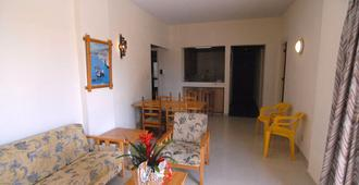 Sunflower Hotel Apartments - Larnaca - Living room
