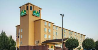 La Quinta Inn & Suites by Wyndham Portland Airport - Портленд - Здание