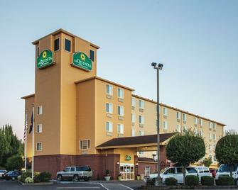 La Quinta Inn & Suites by Wyndham Portland Airport - Portland - Building